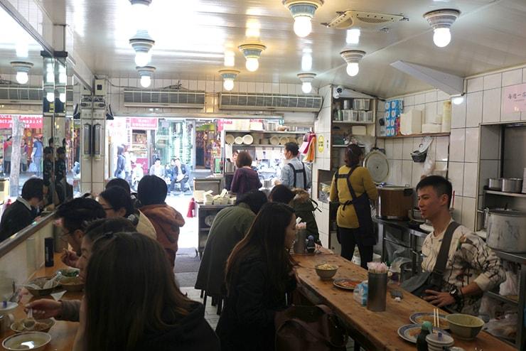台北・西門町のおすすめグルメ「天天利美食坊」の店内
