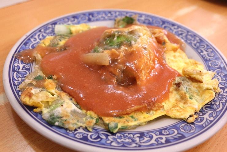 台北・西門町のおすすめグルメ「天天利美食坊」の蚵仔煎(牡蠣オムレツ)