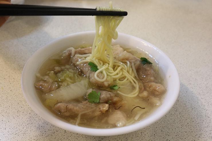 台北・西門町のおすすめグルメ「三代魚翅肉焿魯肉飯」の魚翅肉焿麵