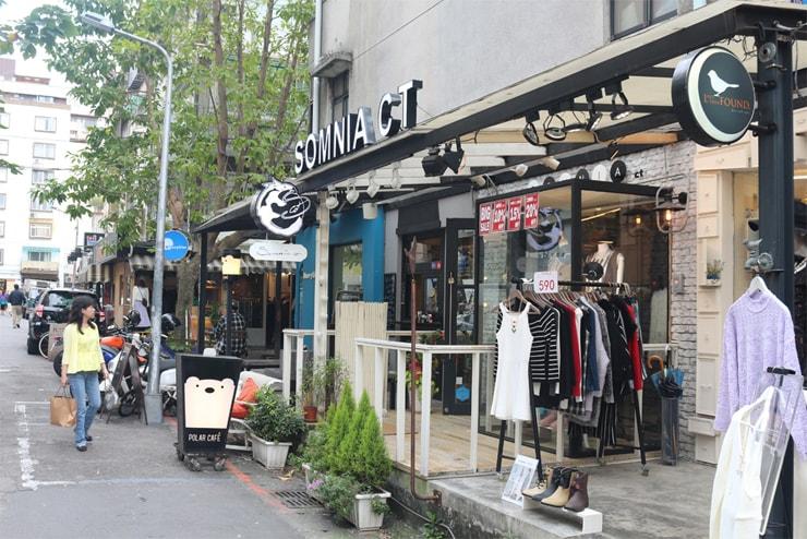 台北のおしゃれタウン・東區の小さな洋服店