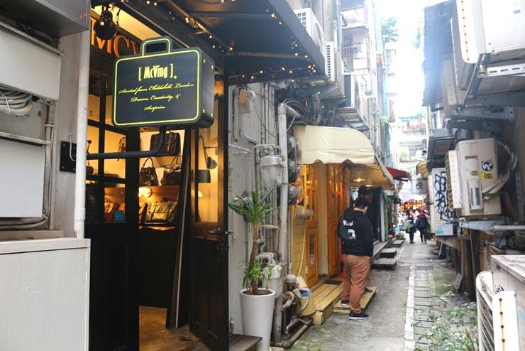 台北のおしゃれタウン・東區の路地裏に並ぶファッションショップ