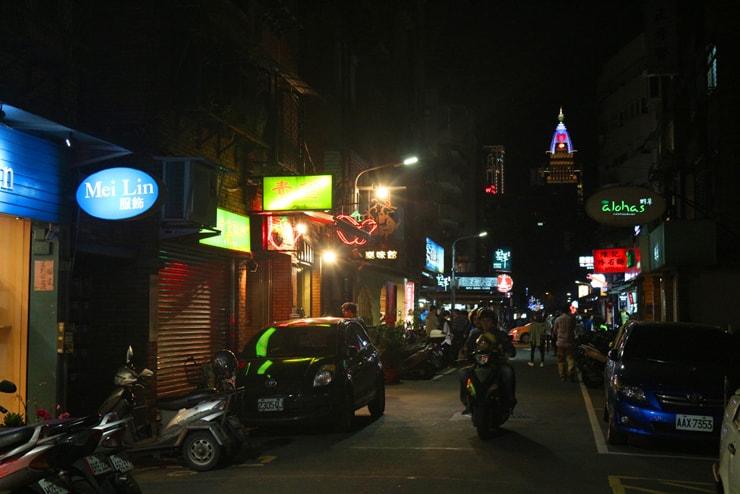 台北のおしゃれタウン・東區の路地裏から眺める夜景