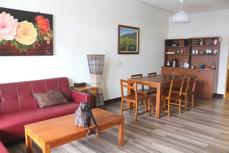 台東・池上のおしゃれゲストハウス「曬穀場 Buda Banai」のパブリックスペース