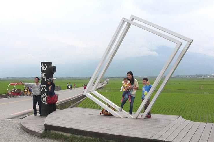 台湾の米どころ台東・池上の人気観光スポット「伯朗大道」入り口のオブジェ