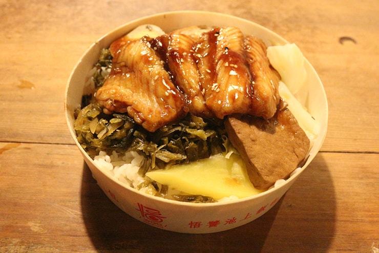 台湾のお米どころ台東・池上のお弁当屋さん「悟饕池上飯包」の蒲燒鯛魚飯包
