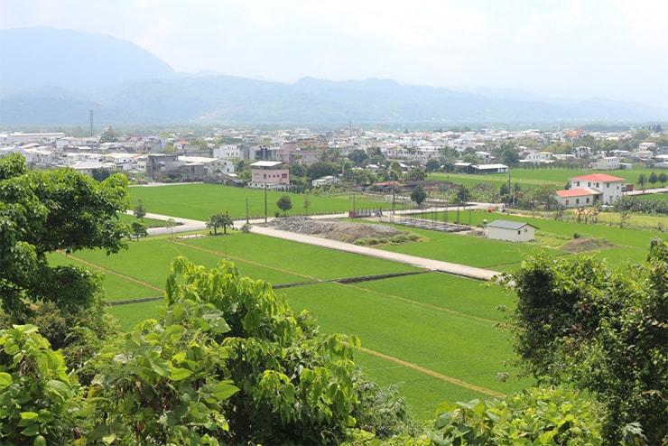 台東・關山のサイクリングロードの高台から望む集落