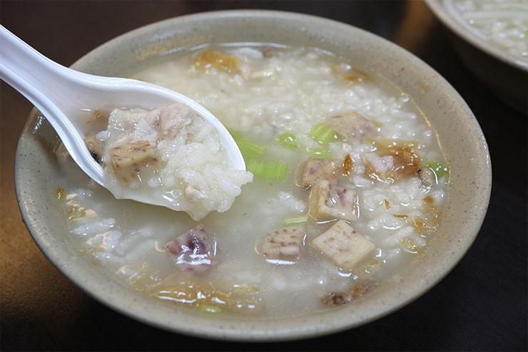 台北・永安市場「阿榮香菇肉粥」の香菇肉粥