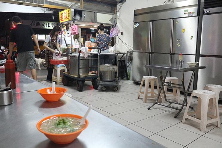 台北・永安市場「宜安路の麵線店」の店内