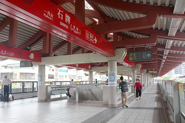 台北MRT(地下鉄)石牌駅のプラットフォーム