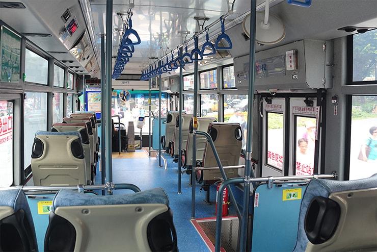 台北のバス車内