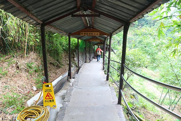 台北・行義路溫泉「川湯溫泉養生料理」の通路