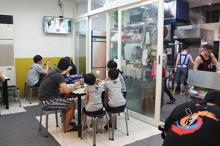 台北・永安市場「中和米粉湯」の店内