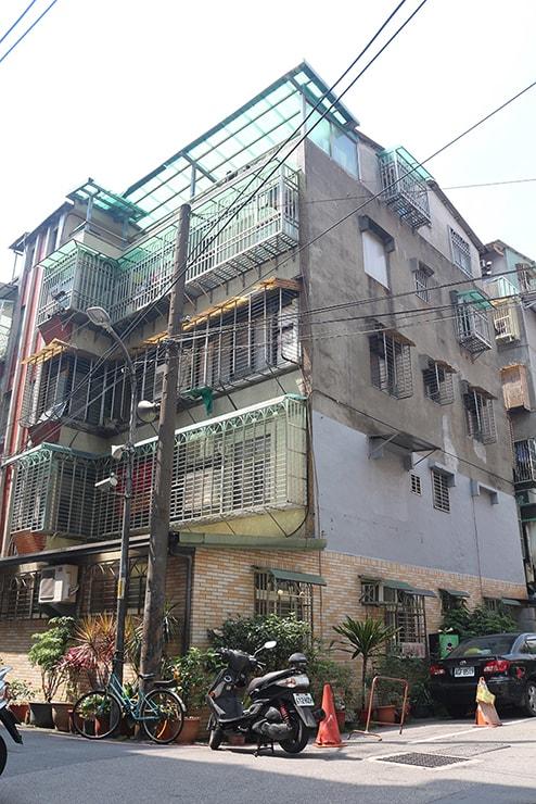 台湾のごく一般的な住宅(マンション)の外観