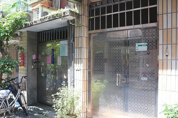 台湾のごく一般的な住宅(マンション)の玄関