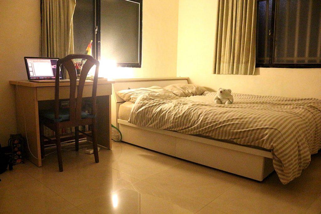 台湾賃貸物件(一人暮らし用ワンルーム)夜の部屋内