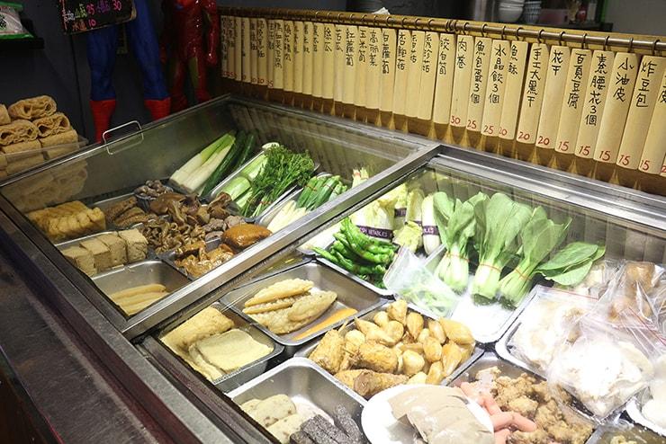 台北・永安市場「麻辣桑麻辣燙」滷味(ルーウェイ)の食材たち