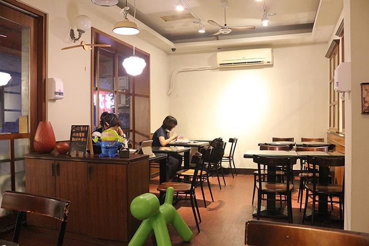 台北・永安市場「麻辣桑麻辣燙」の2階席