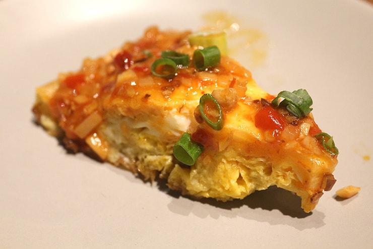 本格台湾料理レストラン「參和院(忠孝店)」の台湾式オムレツ「參和烘蛋」クローズアップ