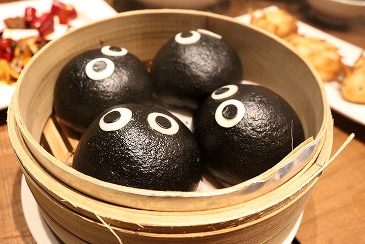 本格台湾料理レストラン「參和院(忠孝店)」のかわいい蒸し饅頭「小黑咻咻花生包」