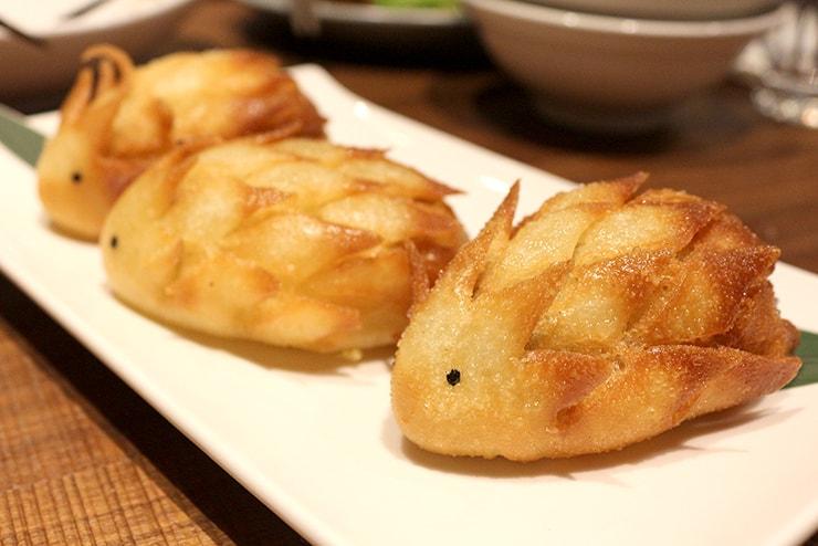 本格台湾料理レストラン「參和院(忠孝店)」のハリネズミ型揚げ饅頭「刺蝟叉燒包」