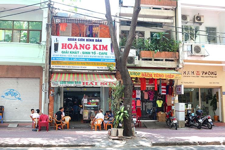 ベトナム・ホーチミンのカフェのある街並み