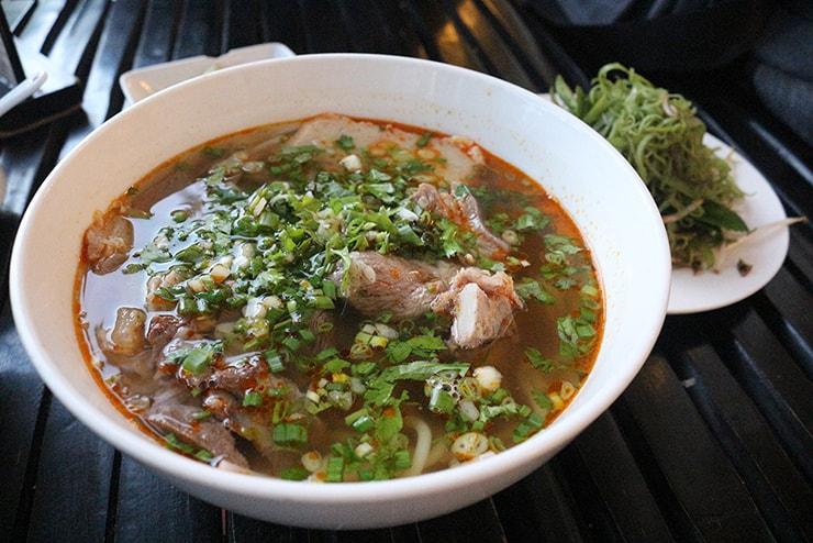 ベトナム・ホーチミンで食べたブンボーフエ