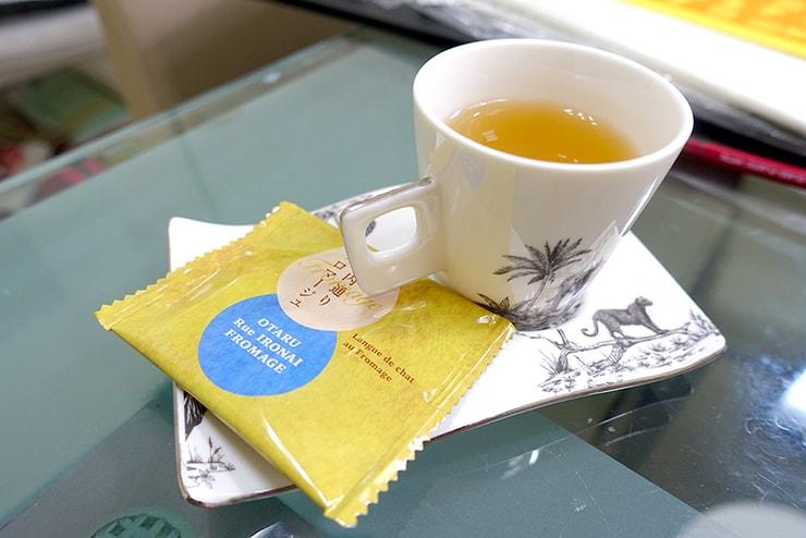台北駅前のポーセラーツ教室「LaReine」のレッスン中のお茶菓子