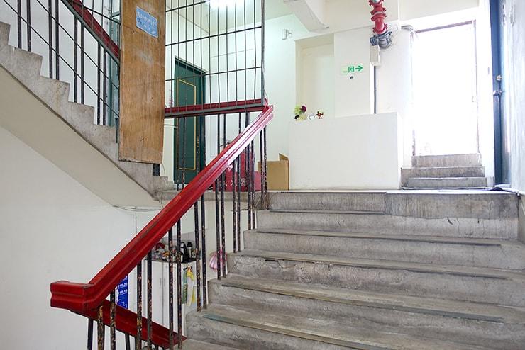台北駅前のポーセラーツ教室「LaReine」の階段