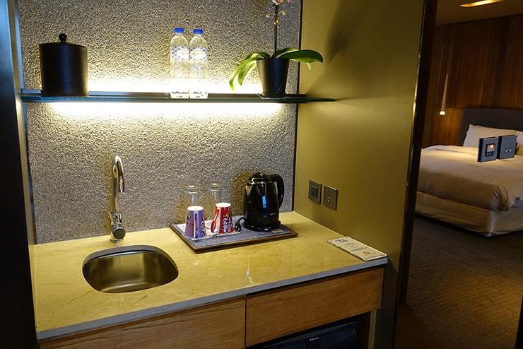 台北・信義區のLGBTフレンドリーホテル「home hotel」逸寬套房リビングルームのシンク