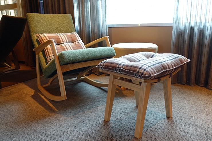 台北・信義區のLGBTフレンドリーホテル「home hotel」逸寬套房ベッドルームの椅子