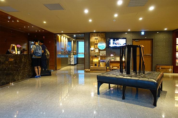 台北・信義區のLGBTフレンドリーホテル「home hotel」のロビー