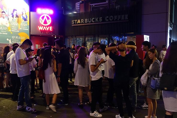 台北・信義區の人気クラブ「WAVE」