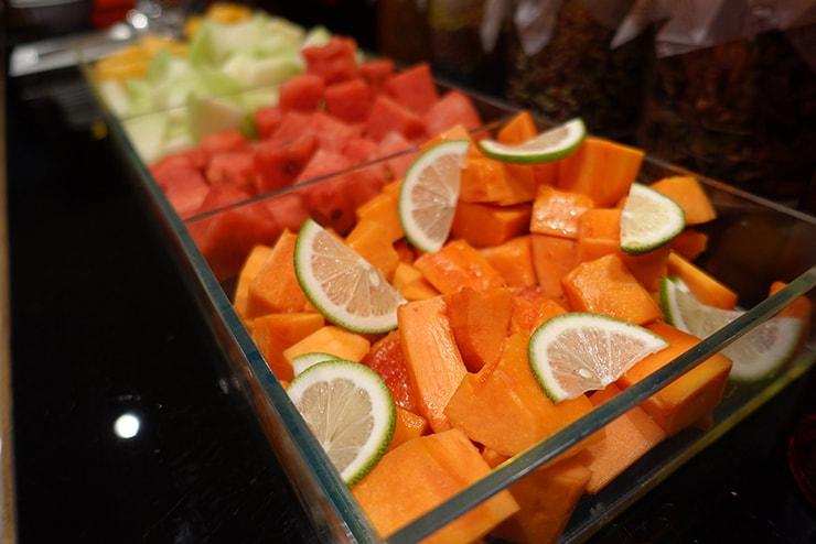台北・信義區のLGBTフレンドリーホテル「home hotel」朝食バイキングのフルーツ