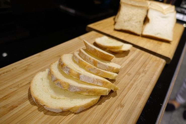 台北・信義區のLGBTフレンドリーホテル「home hotel」朝食バイキングのパン