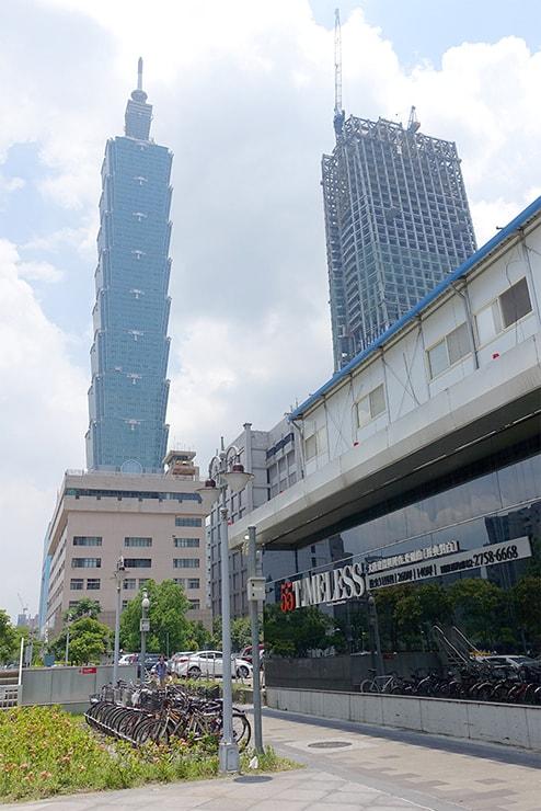 MRT(地下鉄)象山駅から見える台北101ビル