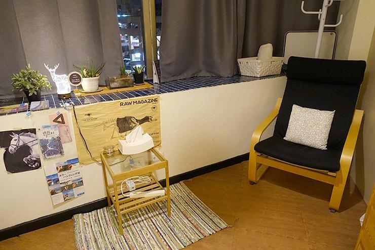 ゲイ向けairbnb「misterbnb」で予約したVhouseシングルルームの椅子