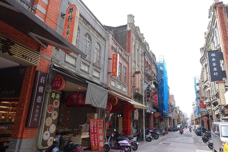 台北の有名観光スポット「迪化街」の街並み