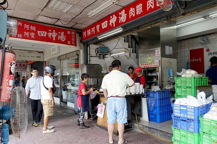 台北駅最寄りのグルメタウン・雙連「阿桐阿寶四神湯」の外観