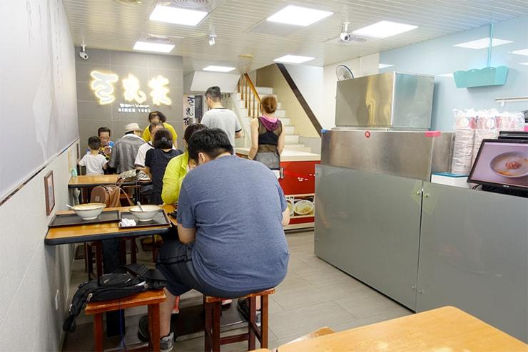台北駅最寄りのグルメタウン・雙連「豆花莊」の店内