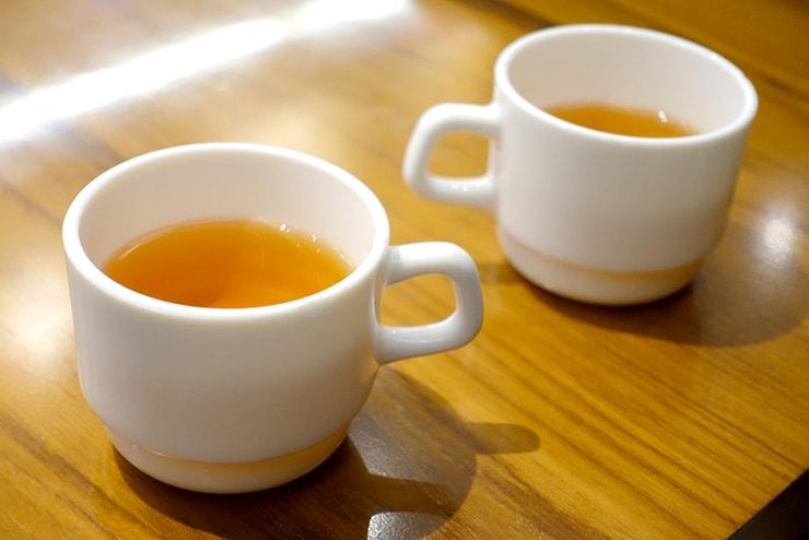 台北駅最寄りのグルメタウン・雙連「雙連圓仔湯」サービスのお茶