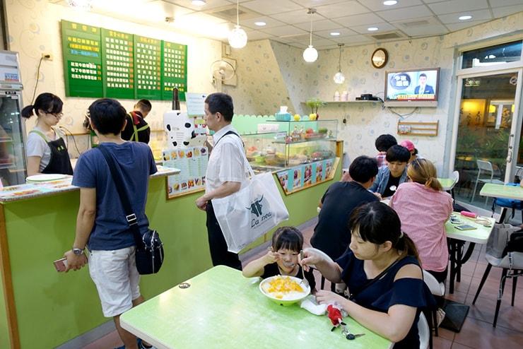 台北・雙連の大人気マンゴーかき氷店「冰讚」の店内