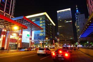 台北101が見える信義區の街並み