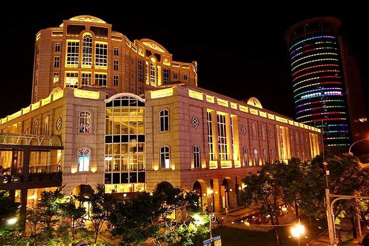 台北・信義區の高級百貨店「BELLAVITA」