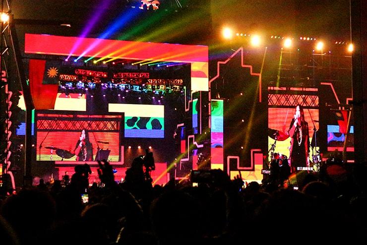 台北・信義區で行われた年越しカウントダウンコンサートに登場した張惠妹(A-mei)のステージ