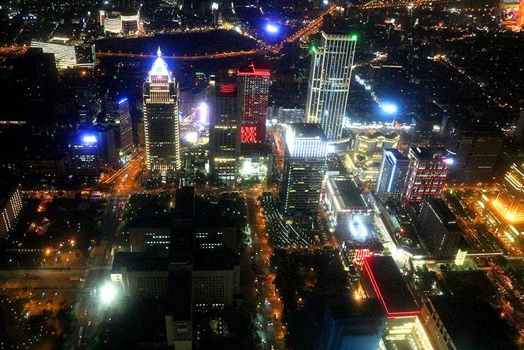 台北101の展望台から眺める信義區の風景
