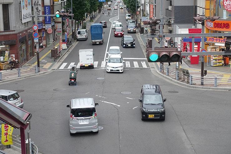 左側走行の日本の道路