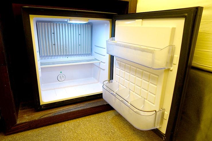 花蓮駅前のおしゃれホテル「回然慢時旅店 Meci Hotel」ダブルルームの冷蔵庫