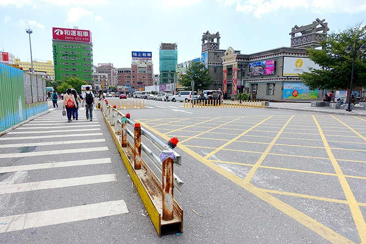 台鐵(台湾鉄道)花蓮駅前の通り