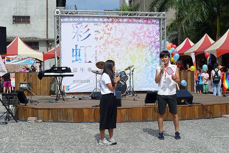 花蓮彩虹嘉年華(花蓮LGBTプライド)2016の司会者二人