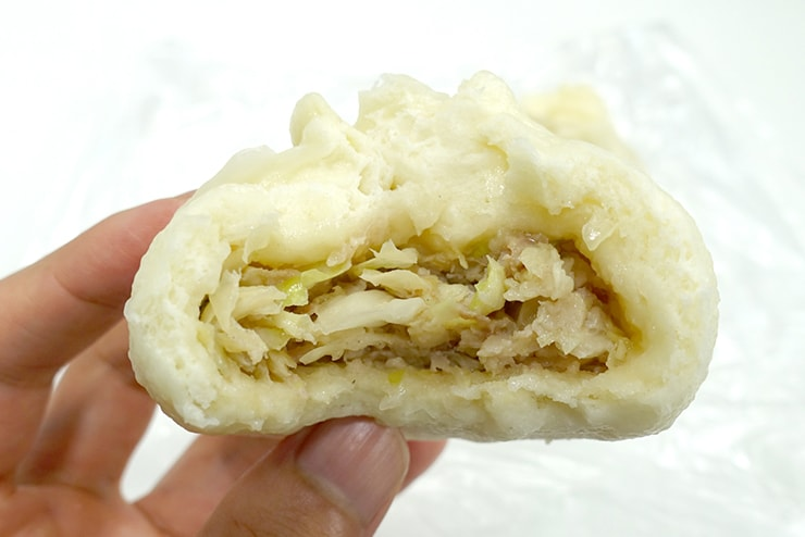 台北・南京復興「阿興包子」の菜肉包(キャベツ肉まん)